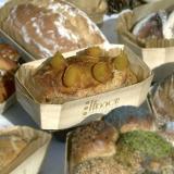 Aprikosenbrot, gebacken in der hölzernen Backform