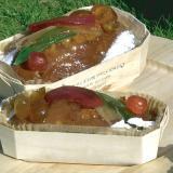 Cake mit kandierten Früchten in der Holzschale Baronnet