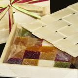 Geleefrüchte in einer Geschenkbox mit Deckel